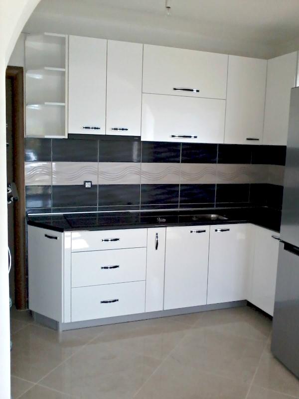 bijele kuhinje od medijapana i iverice stolarija lipa. Black Bedroom Furniture Sets. Home Design Ideas